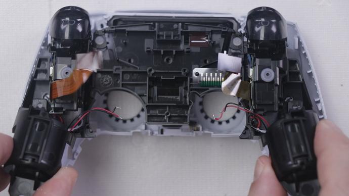 Step 11 - 3 - Remove Black Midframe